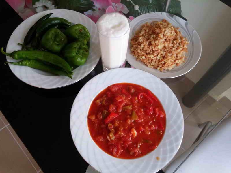 Domates Tavası, Gaziantep yöresine ait olan ve Gaziantep mutfağının en çok bilinen yemeklerinden biridir.