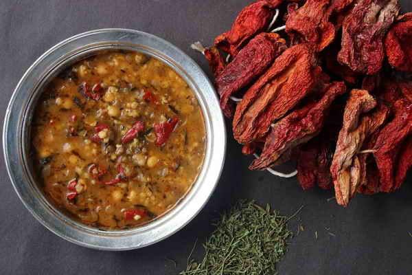 Alaca çorba, Gaziantep yöresinde yer alarak, Türk ve Anadolu mutfak kültürünü temsil eden değerlerden bir tanesidir.