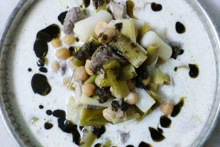 Şiveydiz, sadece Gaziantep geleneksel kent mutfağına ait bir tencere yemeğidir. Şiveydiz, taze sarımsak ve soğanın yetiştiği nisan ve mayıs aylarında hazırlanarak tüketilir. Bu sebeple, içerdiği taze soğan ve sarımsak nedeniyle doğal antibiyotik özelliği taşır.