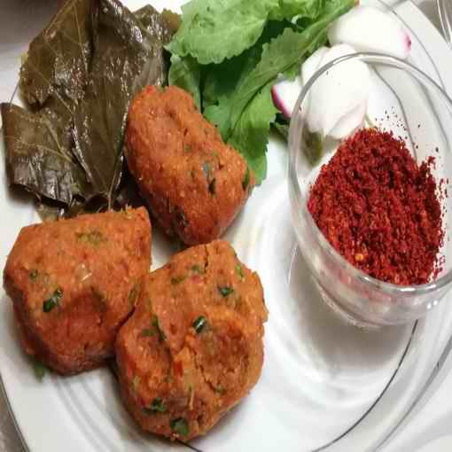 Kırmızı mercimek Gaziantep yöresinde malhuta veya malhıta diye bilinir. Bundan dolayı, Gaziantep yöresinde mercimek köftesine malhıtalı (malhutalı) köfte