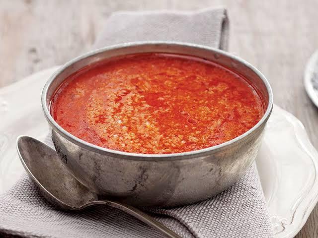 Simit aşı bir tencere yemeğidir. Suyu az olduğu için pilav kategorisine de girer. Etli, domatesli, firikli veya salçalı olarak hazırlanarak tüketilir.