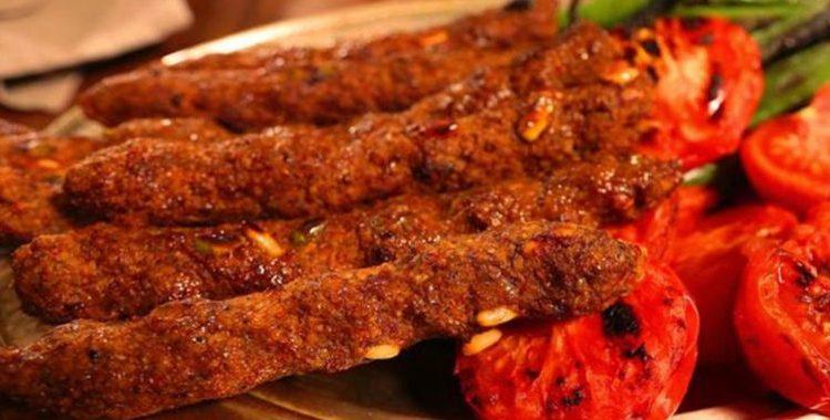Simit kebabı, Gaziantep yöresine ait bir yemek çeşididir. Gaziantep de 30 çeşidin üzerinde kebap vardır.