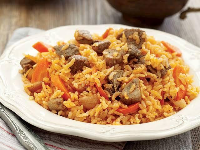 Özbek pilavı, Gaziantep yöresine ait bir yemek çeşidi değildir. Özbek pilavı, Gaziantep yöresinde kendi özgü tarzıyla hazırlanarak tüketilir.