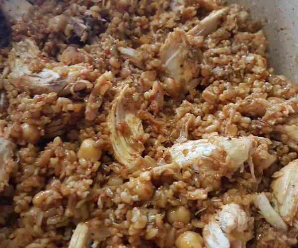 Firik pilavı, daha çok doğu ve güneydoğu Anadolu bölgesinde tüketilen bir yemektir. Firik pilavı, salçalı, sade, etli ya da tavuklu olarak yılın her mevsimi hazırlanarak tüketilir.