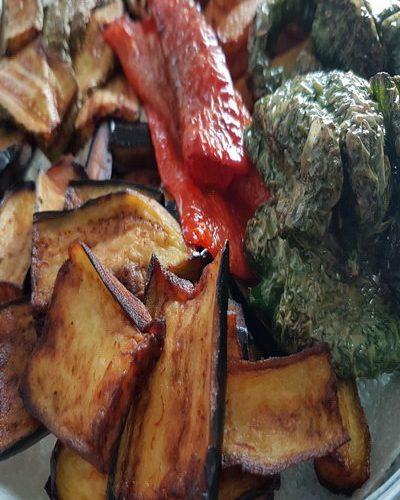 Karışık kızartma, yöresel bir yemek değildir. Her bölgenin kendine göre kızarma çeşitleri elbette vardır.