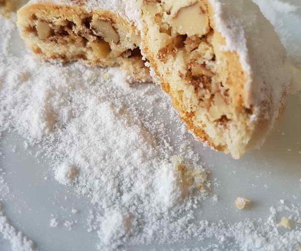 Kerebiç daha çok Türkiye'nin güneyinde tüketilen tatlı kurabiye türüdür.